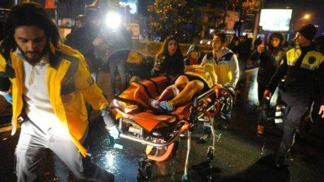 Strage in discoteca ad Istanbul, 24 gli stranieri uccisi. Terrorista in fuga